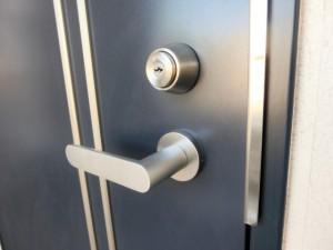 アパート用断熱玄関ドアーの扉のみ交換できますか画像